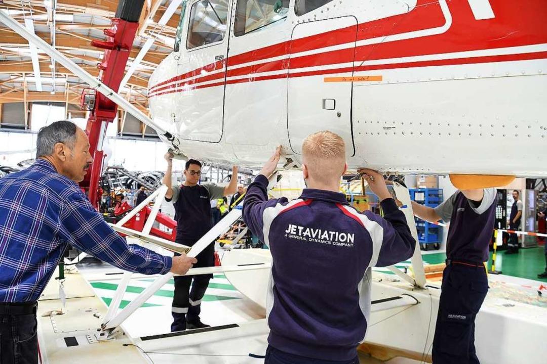Arbeiten an der alten Museums-Cessna  | Foto: Jet Aviation