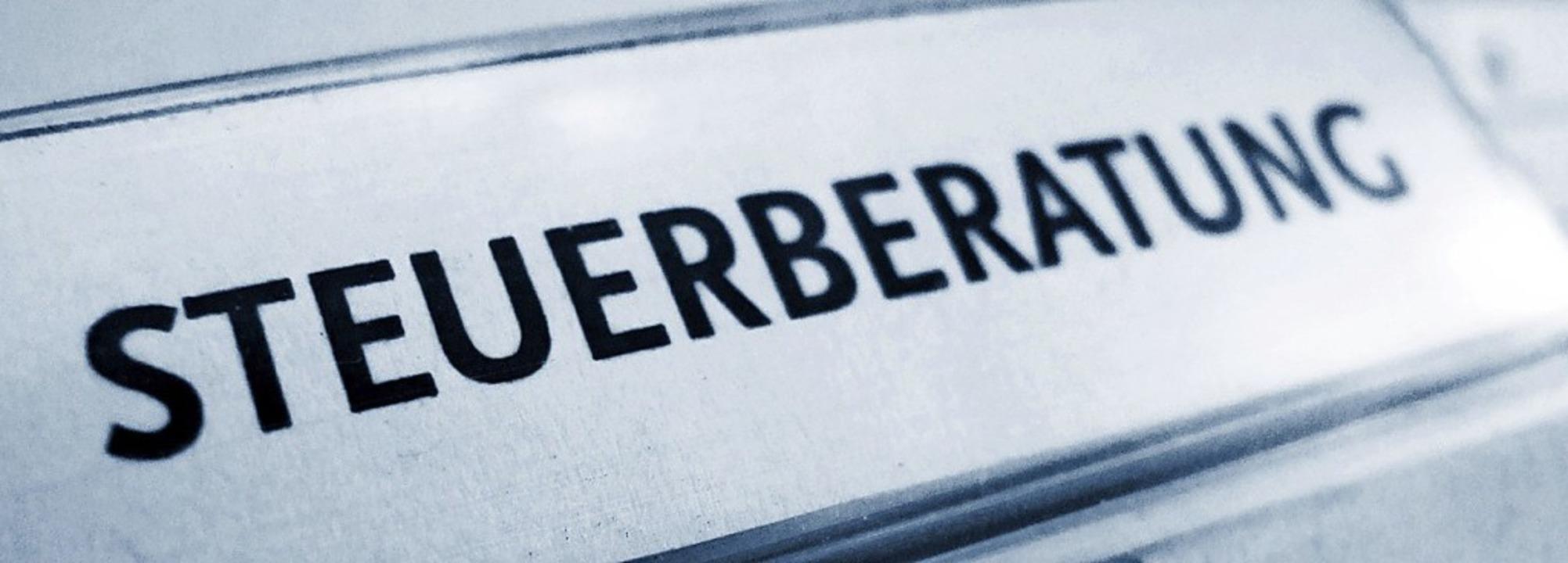 Berater helfen ihren Klienten bei der ...agt, kann die Abgabefrist verlängern.   | Foto: Falko Mate (fotolia.com)
