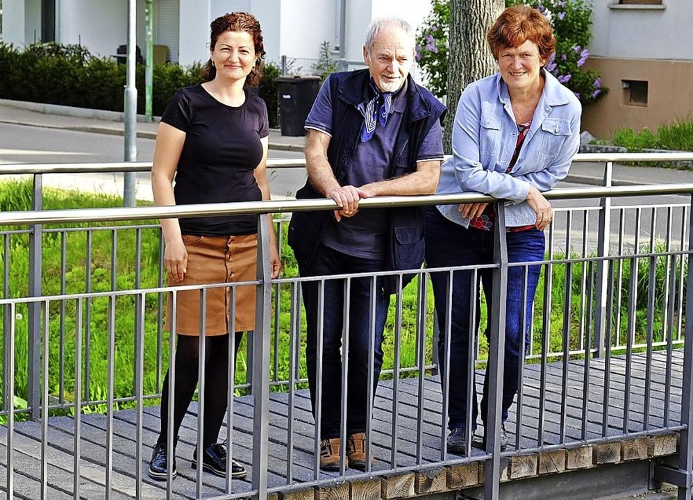 Brückenbauende Organisatoren: Zeynep K...d Gertrud Schweizer-Ehrler (von links)    Foto: Martin Pfefferle