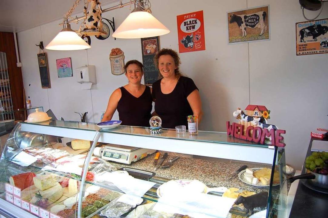 Elke Petzold (links) ist im Laden des ... zum  zweiten Standbein geworden ist.   | Foto: Hagen Späth