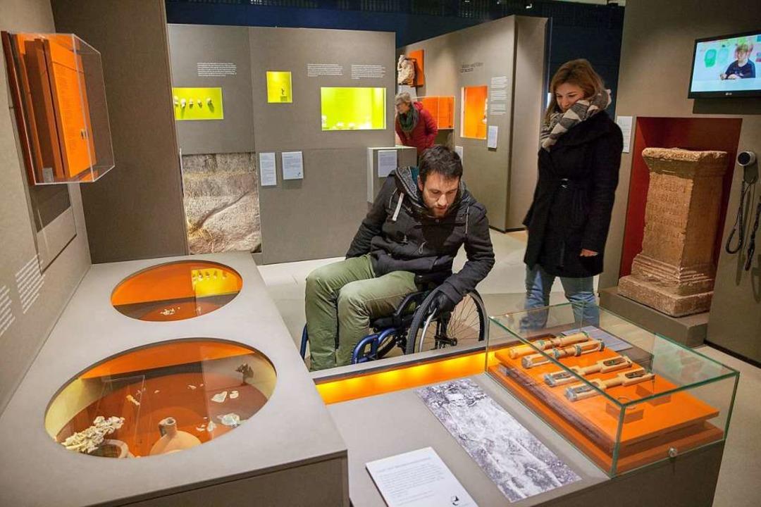 Die Römerstadt, hier  ein Rollstuhlfah... bemüht sich um mehr Barrierefreiheit.  | Foto: Susanne Schenker