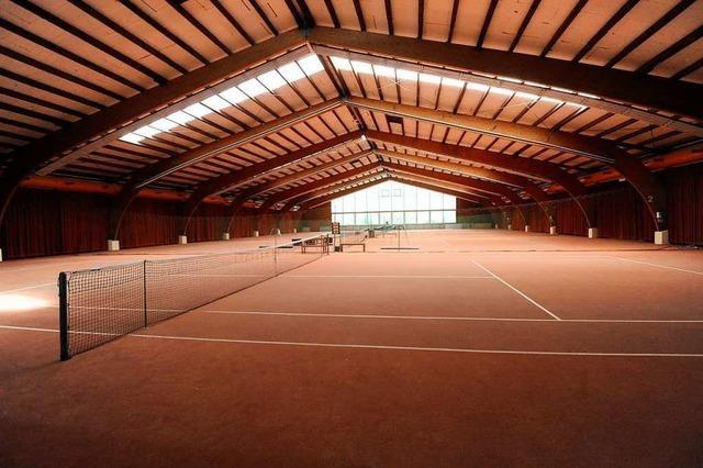 Tennis oder Indoor-Fußball? Streit um Nutzung der Nimburger Tennishalle