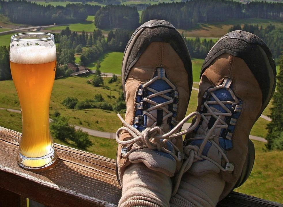 Wanderungen, Hocks und Schenken: Am 1....wieder einiges  geboten (Symbolbild).   | Foto:  Karl-Josef Hildebrand (dpa)