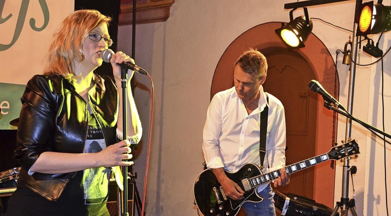 Die Band Bittersüß mit Sängerin Melani...r ehemaligen Kirche in Menzenschwand.   | Foto: Christiane Sahli