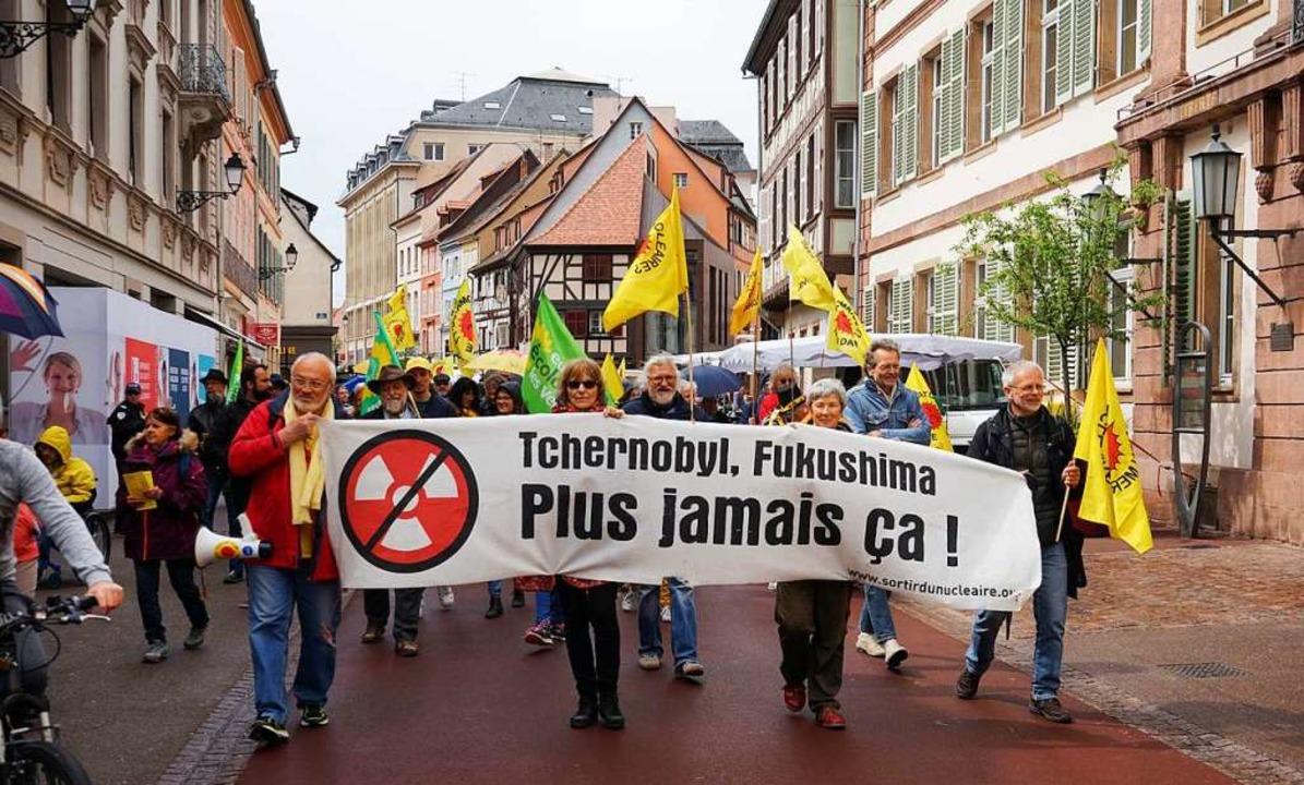 Der Demonstrationszug in der Colmarer Altstadt  | Foto: Julius Steckmeister