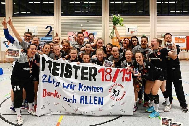 Handballerinnen der HSG Freiburg feiern Meisterschaft und Aufstieg in die Zweite Bundesliga