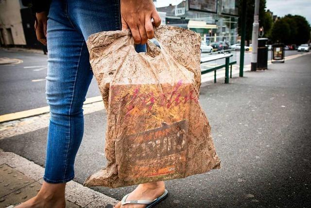 Diese biologisch abbaubare Plastiktüte ist nach drei Jahren nicht verrottet