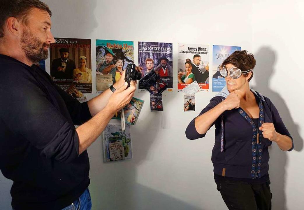 Autor und Regisseur Arnd Heuwinkel vom...mit Teesiebbrille für Fotos posierten.  | Foto: Roswitha Frey
