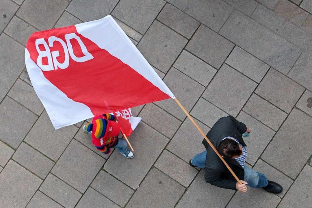 Der DGB zeigt Flagge.    Foto: dpa