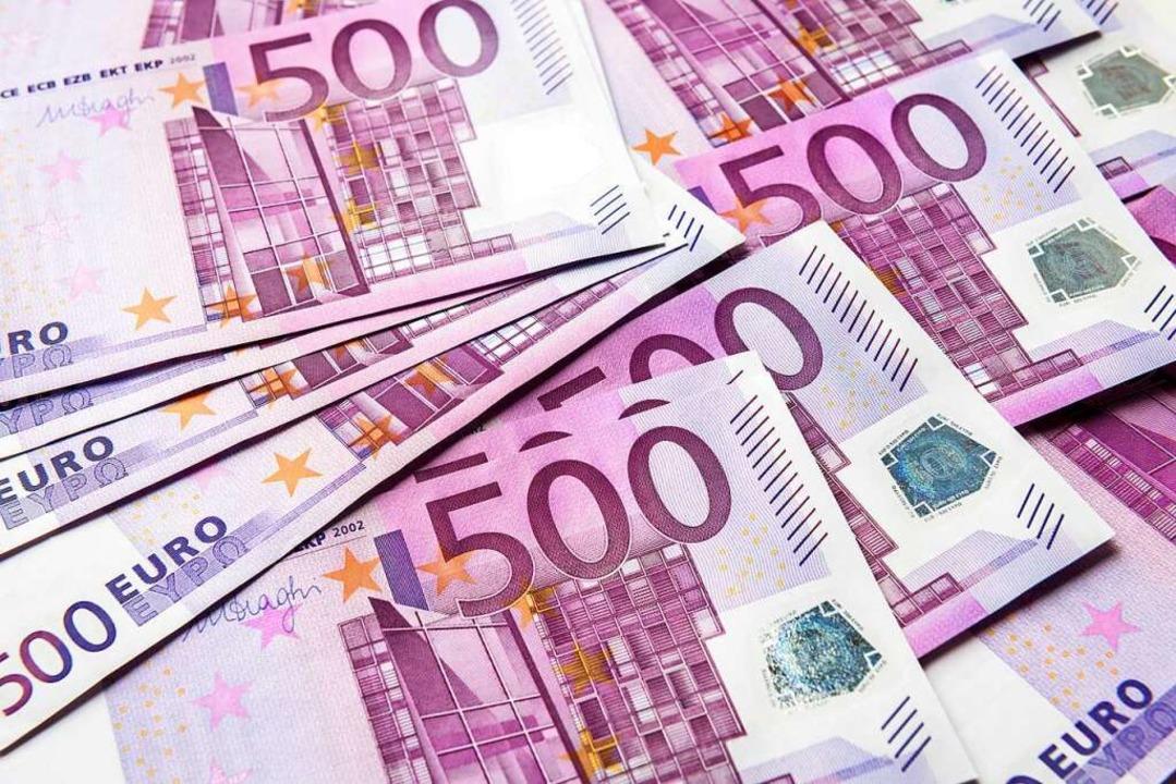 Die 500-Euro-Scheine werden abgeschaff...ei Verbrechern besonders beliebt sind.  | Foto: scaliger - stock.adobe.com