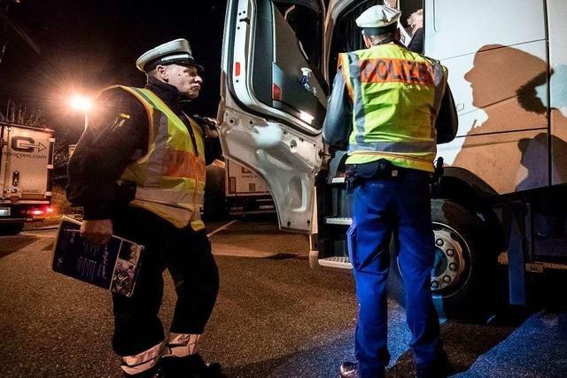 Das abendliche Wettrennen um Lkw-Parkplätze an der Autobahn