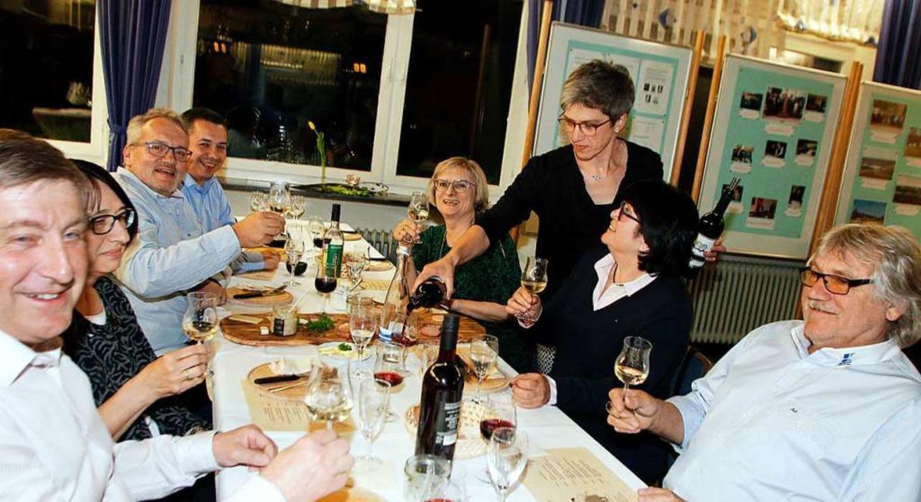 Beim  geselligen Teil stand eine Weinprobe auf dem Programm.  | Foto: Heidi Fößel