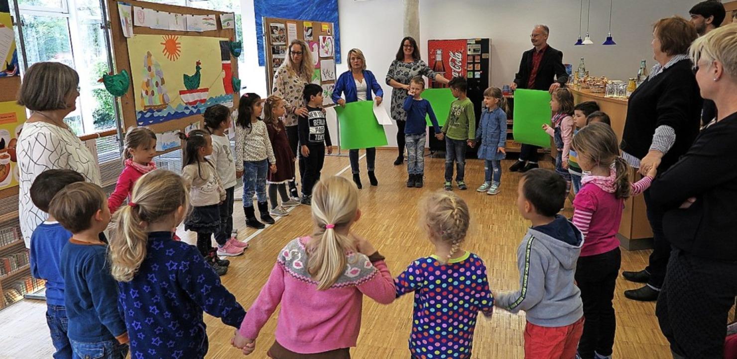 Mit einer kleinen Aufführung beendeten... Tag des Kinderbuchs in der Mediathek.  | Foto: Philipp
