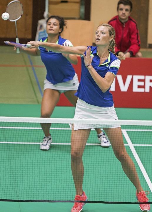 Senja Töpfer (vorn) und Paloma Wich ha...lreiche wichtige Punkte beigesteuert.   | Foto:  Sven Heise