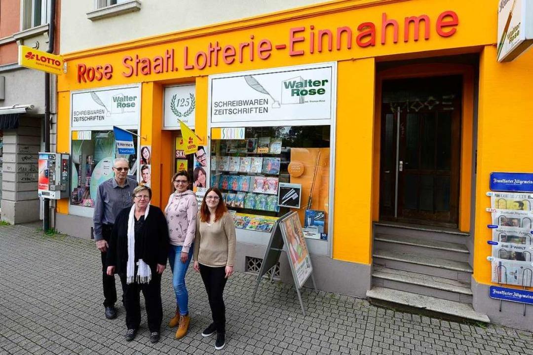 Das Rose-Team (von links): Inhaber Tho...lstraße 3 fällt durch seine Farbe auf.    Foto: Ingo Schneider