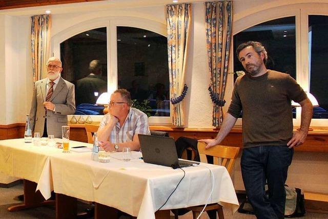 Alexander Sladek stand in Schwand Rede und Antwort zum geplanten Windpark