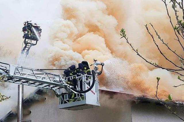 Drei Menschen bei Brand in Rötenbacher Schreinerei verletzt