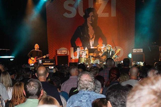 Suzi Quatro rockt die Schopfheimer Stadthalle