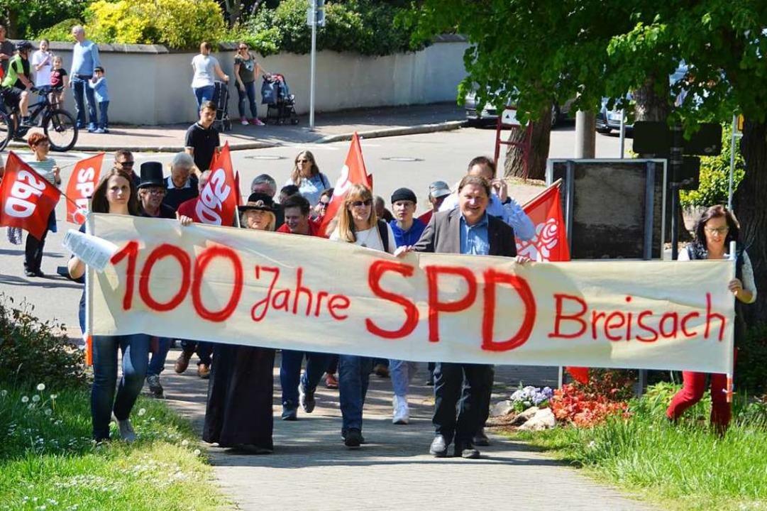 Durch die Innenstadt zog der Umzug des...al der Martin-Bucer-Gemeinde startete.  | Foto: hans-Jochen Voigt