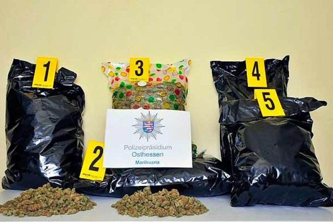 Die beschlagnahmten Drogen aus dem Fluchtauto  | Foto: Polizeipräsidium