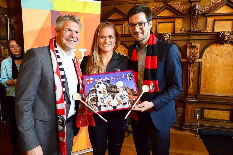 Die SC-Frauen wurden für das Erreichen des DFB-Pokalfinales im Freiburger Rathaus geehrt. (Foto: Ingo Schneider)