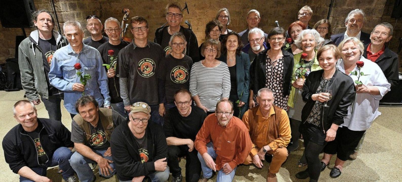 Preisträgerinnen, Preisträger, Stifter...ury versammeln sich zum  Gruppenbild.   | Foto: Thomas Kunz