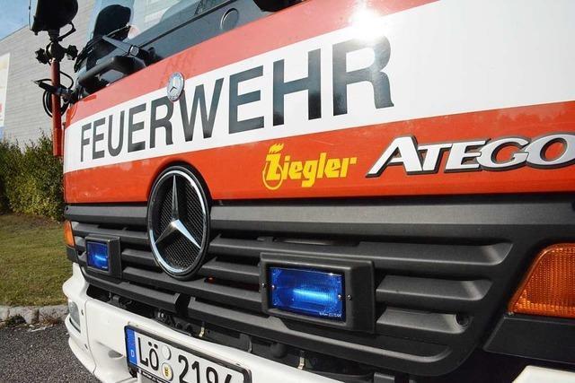 Rollstuhlfahrer fällt bei Haagen ins Wasser und kann von der Feuerwehr gerettet werden