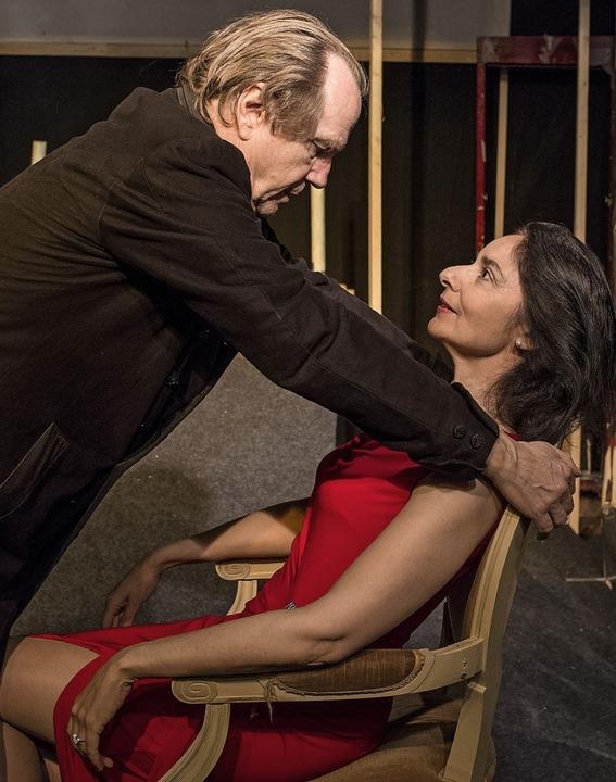Lucrezia Borgia (Jasmin Islam) und ihr... Ehemann Don Alfonso (Eberhard Busch).  | Foto:  Thomas Coch