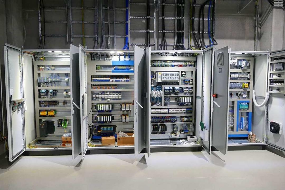 Schalter, Knöpfe, Kabel: Die Power-to-...roduktion braucht viel Begleittechnik.  | Foto: Verena Pichler