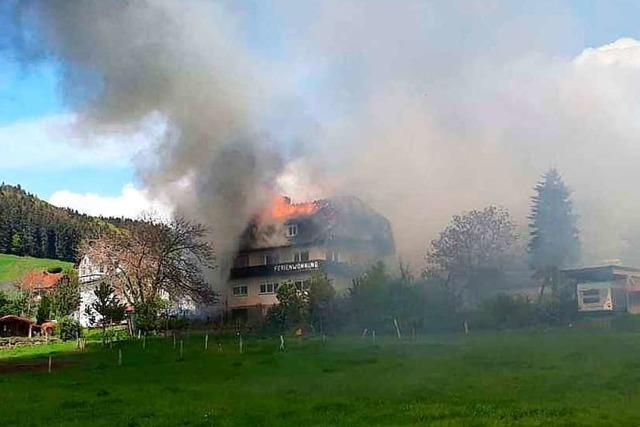 Feuer zerstört Gebäudekomplex im Zeller Bergdorf Gresgen