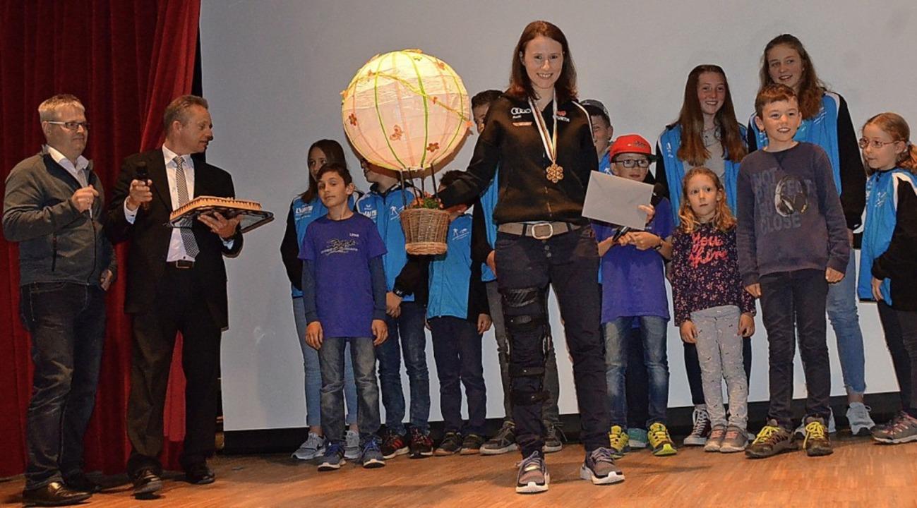 Eine Ballonfahrt als Geschenk für die Weltmeisterin.  | Foto: Annemarie Zwick