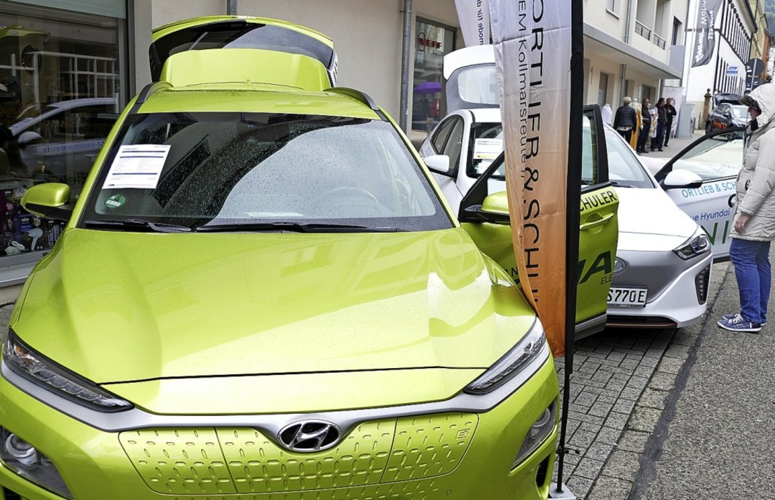 Elektromobile und andere moderne Fahrz...r dabei Hyundai, hier ein grüner Kona.  | Foto: Sylvia  Sredniawa
