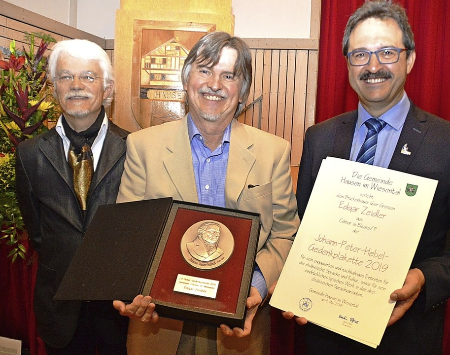 Laudator Markus manfred Jung, der Plak...ürgermeister Martin Bühler (von links)  | Foto: Edgar Steinfelder