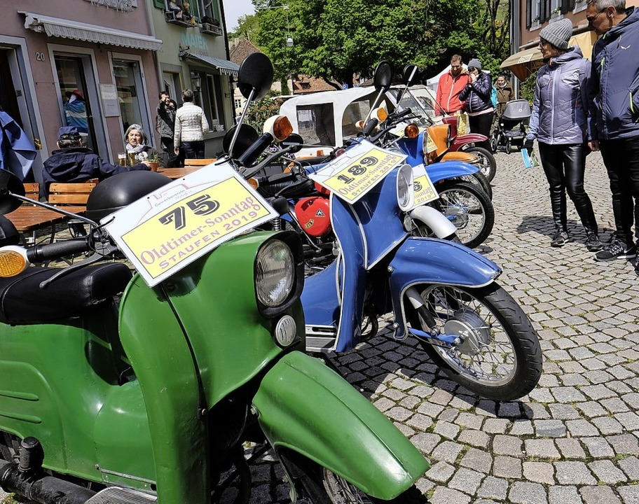Die Zweiradfraktion war stark vertreten,  teils sogar sonnenbeschienen.  | Foto: Hans-Peter Müller