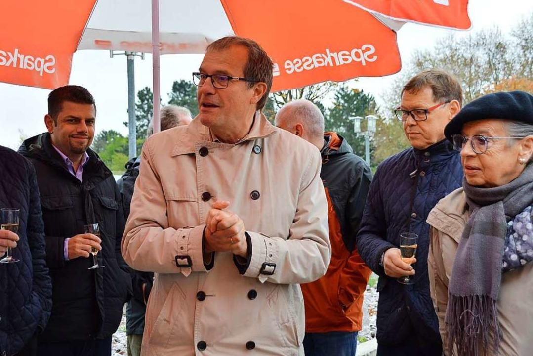 Winterlich gekleidete Gäste bei der An...bürgermeister Klaus Eberhardt (Mitte).    Foto: Horatio Gollin