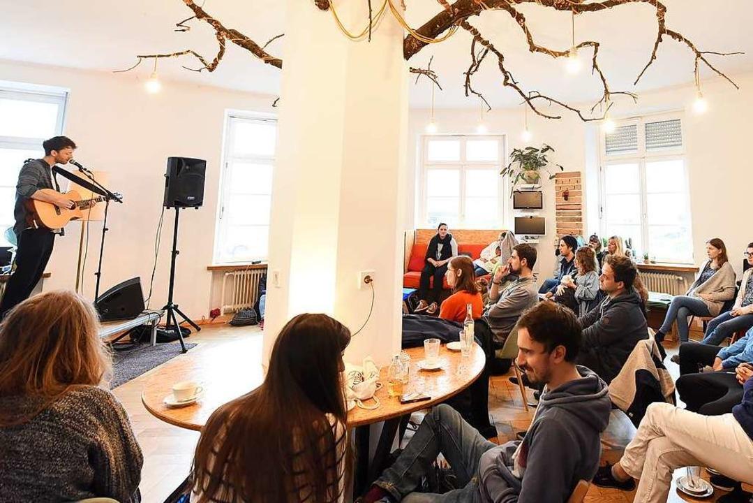 Zwangloses informieren über Politik: Das ging am Samstag im Café Pow.  | Foto: Rita Eggstein