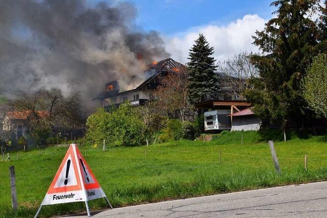 Beim Großbrand in Zell-Gresgen ist eine halbe Million Euro Schaden entstanden