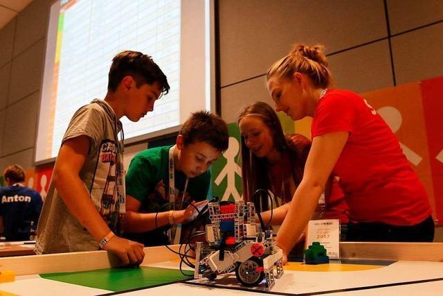 Schüler schicken Roboter ins Rennen: Word Robot Olympiad in Waldkirch
