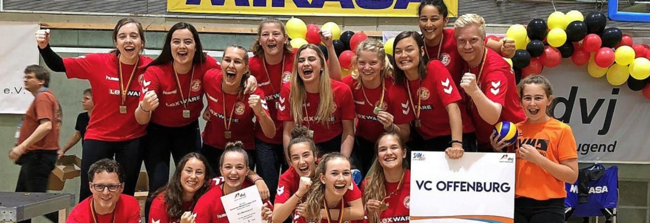 <BZ-FotoAnlauf>Volleyball:</BZ-FotoAnl... freut sich über  die Bronzemedaille.   | Foto: privat
