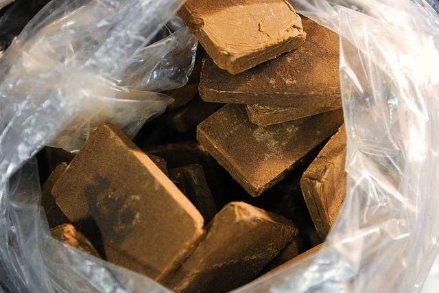 Zollbeamte spüren Drogenpakete bei Lieferdiensten auf