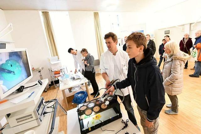 Zum Tag der offenen Tür am neuen Tumorzentrum in Freiburg kommen 2500 Besucher
