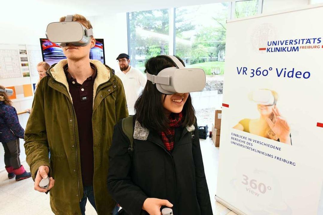 VR-Brillen machten Operationen zum Erlebnis.     Foto: Rita Eggstein