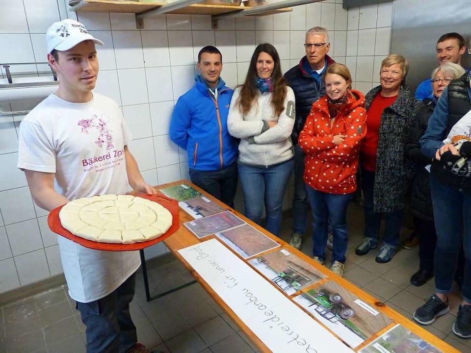 Viele Besucher nutzen die Gelegenheit,...ckstube der Bäckerei Zipfel zu werfen.  | Foto: Claudia Bachmann-Goronzy