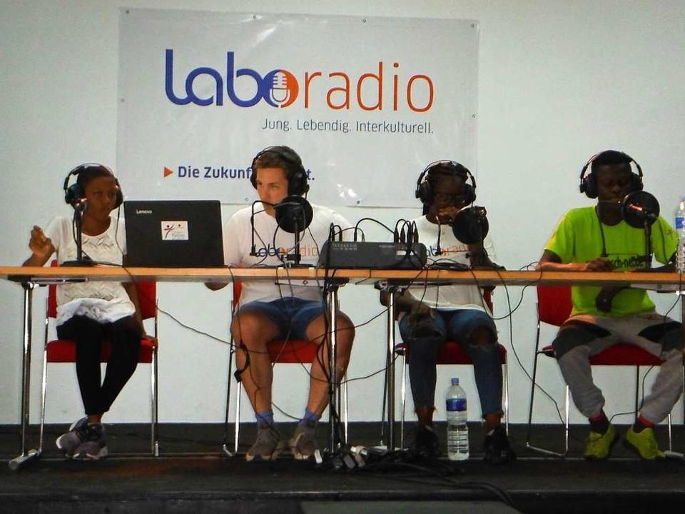 Jugendliche beim Radioprojekt an der Elfenbeinküste.  | Foto: GSG/Peter Baier