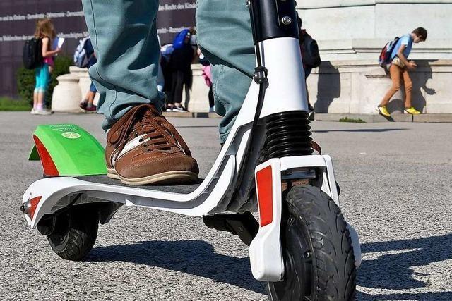 Scheuer: E-Tretroller sollen doch nicht auf Gehwege