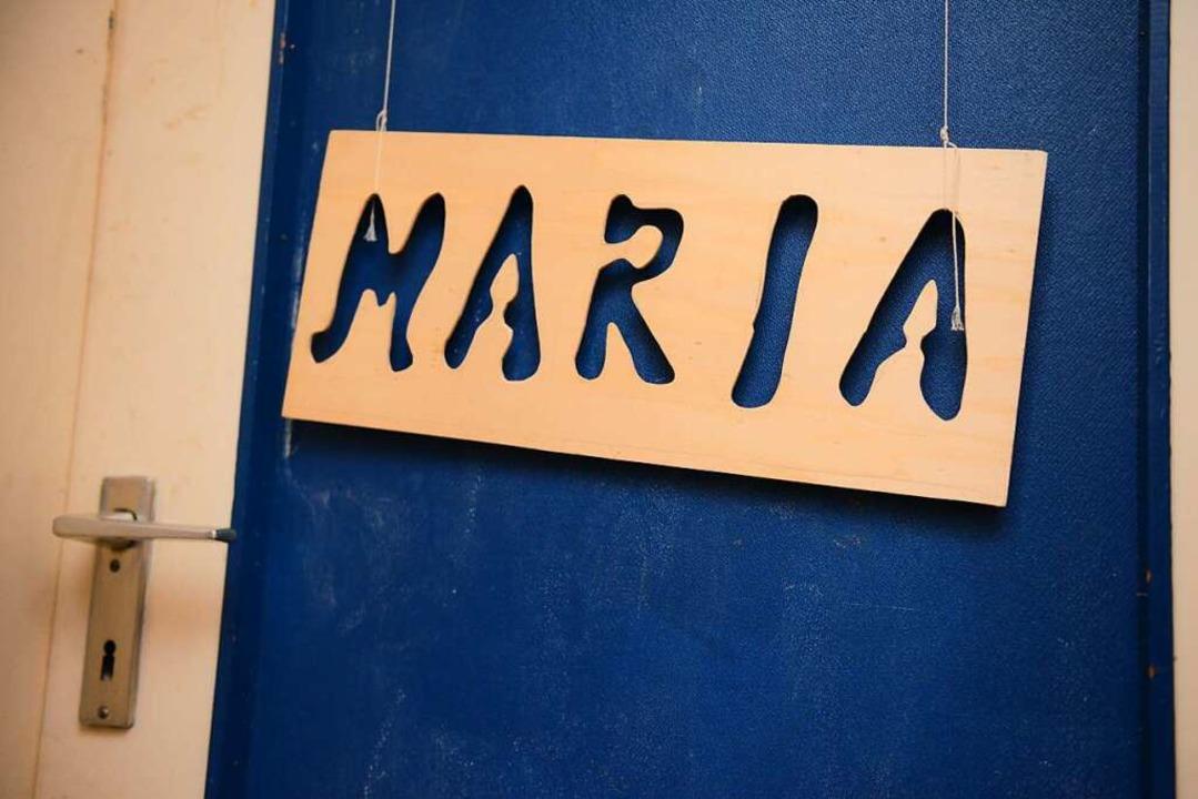 Das Namensschild der damals verschwund...lteren Mann aus dem Kreis Lippe unter.  | Foto: dpa