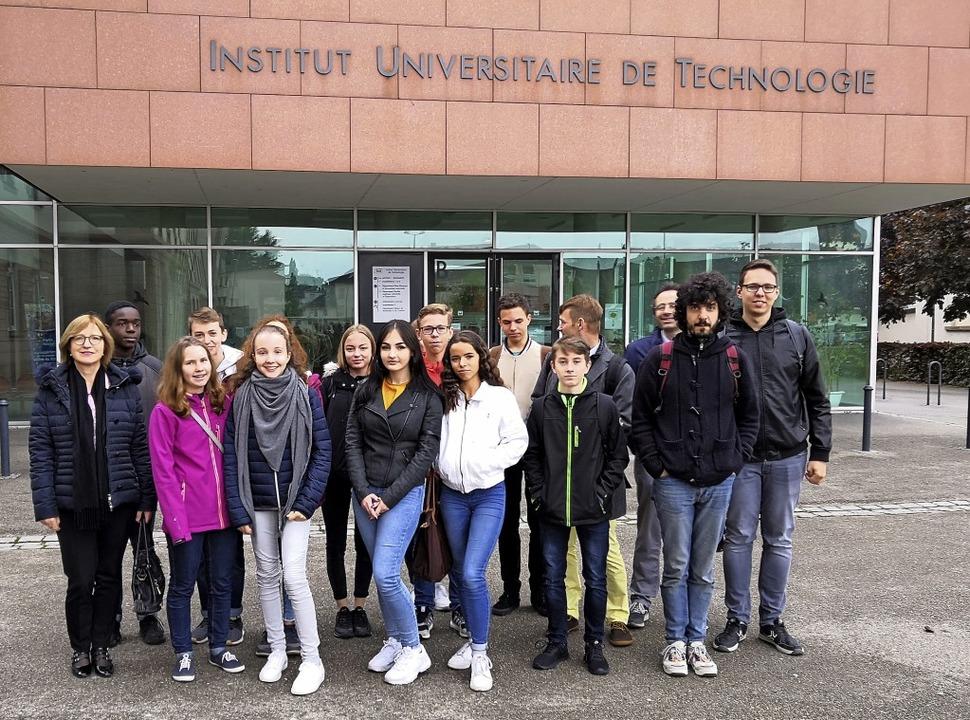 Schülerinnen und Schüler des Grimmelsh...lmpremiere  im elsässischen Haguenau.   | Foto: privat