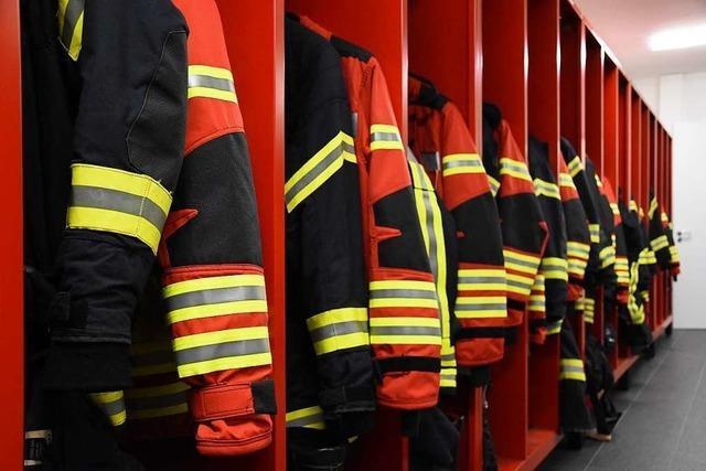 51-Jährige springt bei Wohnungsbrand in Umkirch aus dem Fenster