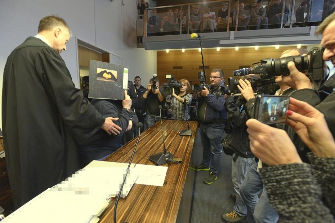 Das Medieninteresse zum Prozessauftakt ist riesig.  | Foto: Ingo Schneider
