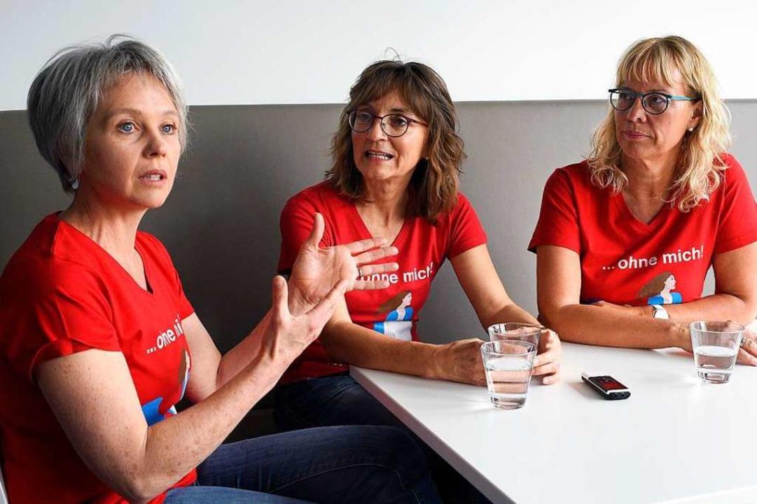 Gabi Schmidhuber, Rita Ambs und Evelin...von links) fordern Gleichberechtigung.  | Foto: Thomas Kunz